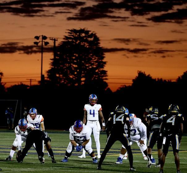 DOWNEY, CALIF. - SEP 10, 2021. Serra plays Warren as the sun sets on Friday night, Sep. 10, 2021. (Luis Sinco / Los Angeles Times)