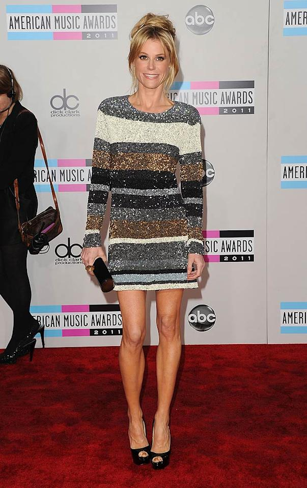 """Modern Family"" mom Julie Bowen arrives at the 2011 American Music Awards held at the Nokia Theatre L.A. LIVE. (11/20/2011)"