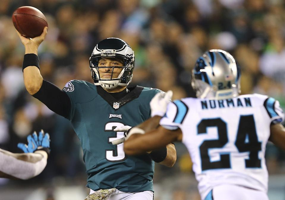 Mark Sanchez of the Philadelphia Eagles throws a pass against the Carolina Panthers on November 10, 2014 at Lincoln Financial Field (AFP Photo/Elsa)
