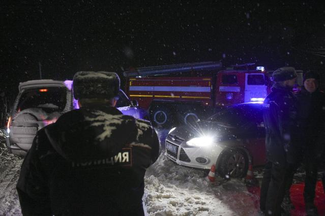 <p>Police block the road to the scene of a AN-148 plane crash in Stepanovskoye village, about 40 kilometers (25 miles) from the Domodedovo airport, Russia, Feb. 11, 2018. (Photo: Nikolay Koreshkov/AP) </p>