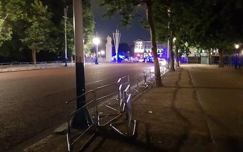 Heavy police presence outside Buckingham Palace on friday evening - Credit: Twitter