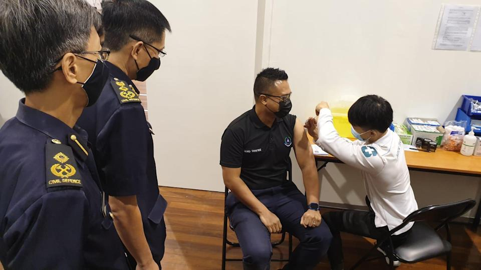 Warrant Officer 1 Mohamed Shafiee Jamin, an SCDF paramedic, receiving his vaccination on Monday (11 January). (PHOTO: MHA)