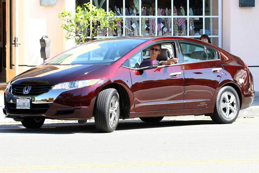 "It may not be all that stylish, but Jamie Lee Curtis' 2009 Honda Clarity is super sexy because it doesn't require gasoline. Her ride runs on hydrogen and emits zero pollutants! Ginsburg-Spaly/<a href=""http://www.x17online.com"" target=""new"">X17 Online</a> - August 8, 2008"