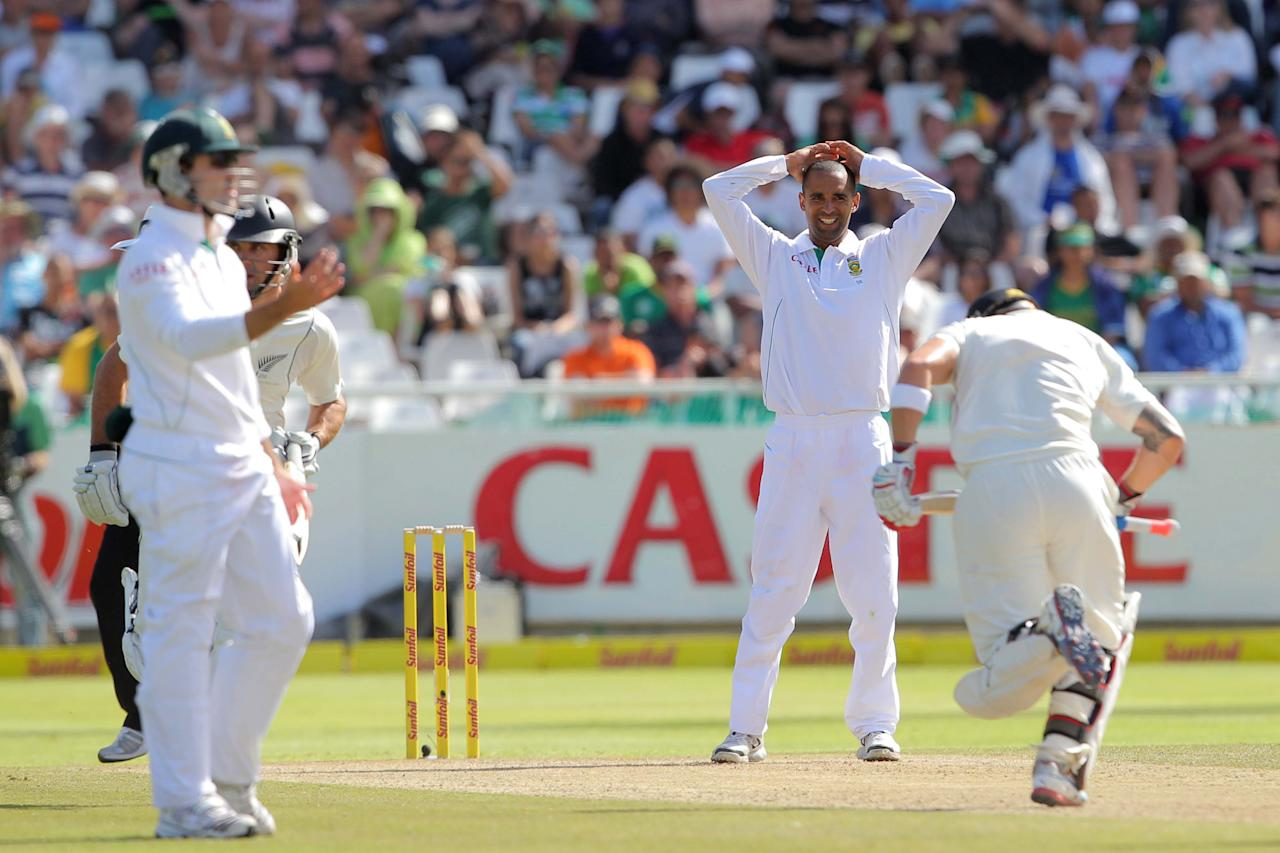 CAPE TOWN, SOUTH AFRICA - JANUARY 03:  Robin Peterson of the Proteas during day 2 of the 1st Test between South Africa and New Zealand at Sahara Park Newlands on January 03, 2013 in Cape Town, South Africa.  (Photo by Carl Fourie/Gallo Images/Getty Images)