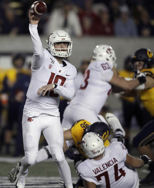 Washington State quarterback Anthony Gordon, left, passes against California in the first half of an NCAA college football game Saturday, Nov. 9, 2019, in Berkeley, Calif. (AP Photo/Ben Margot)
