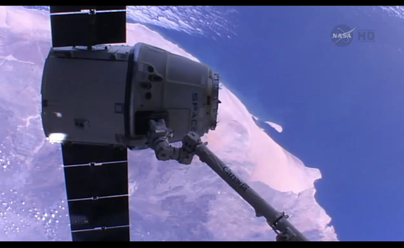 Splashdown! SpaceX's Dragon Returns to Earth from Space Station