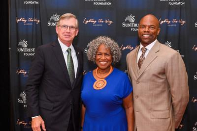 (From left to right) Bill Rogers, Chairman and CEO, SunTrust Bank, and Chairman, SunTrust Foundation; Monica Kaufman Pearson, renowned Atlanta television broadcast journalist; and Stan Little, President, SunTrust Foundation, honor the winners of the SunTrust Foundation's Lighting the Way Awards.