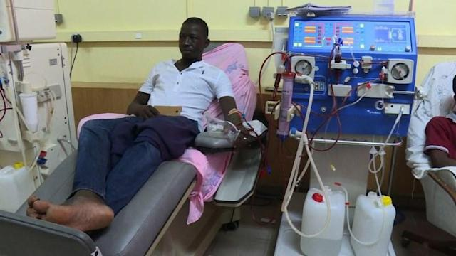 Footballer Salomon Kalou is famous for playing for some of the biggest clubs in Europe, but off the pitch his charitable foundation is scoring against kidney failure, giving patients in his native Ivory Coast a new shot at life.