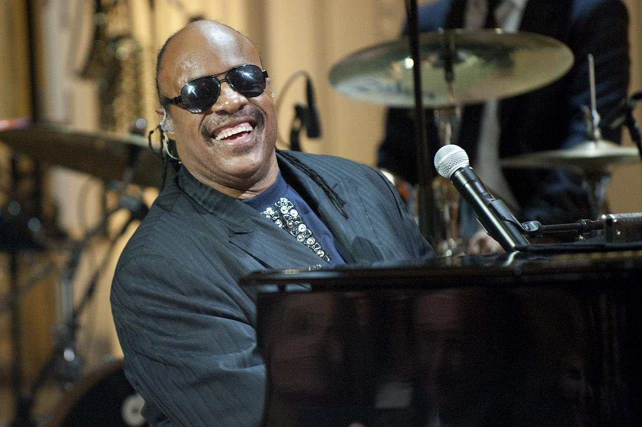 WASHINGTON, DC - MAY 9:  Stevie Wonder performs for the First Family and guests during a concert honoring Gershwin Prize winners Burt Bacharach and Hal David in the East Room at the White House on May 9, 2012 in Washington, DC.  Burt Bacharach along with Hal David, were awarded the 2012 Library of Congress Gershwin Prize for Popular Song. (Photo by Kevin Dietsch-Pool/Getty Images)