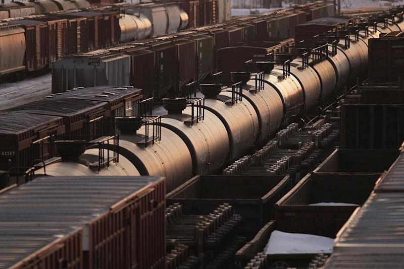 Energy regulator says crude-by-rail shipments fell to 310,000 bpd in August