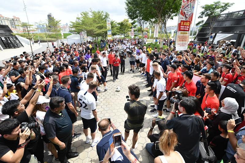 Tottenham Hotspur and their fans attempting to set a Singapore record for fastest football passes over 100 metres at Kallang Wave Mall. (PHOTO: AIA Singapore)