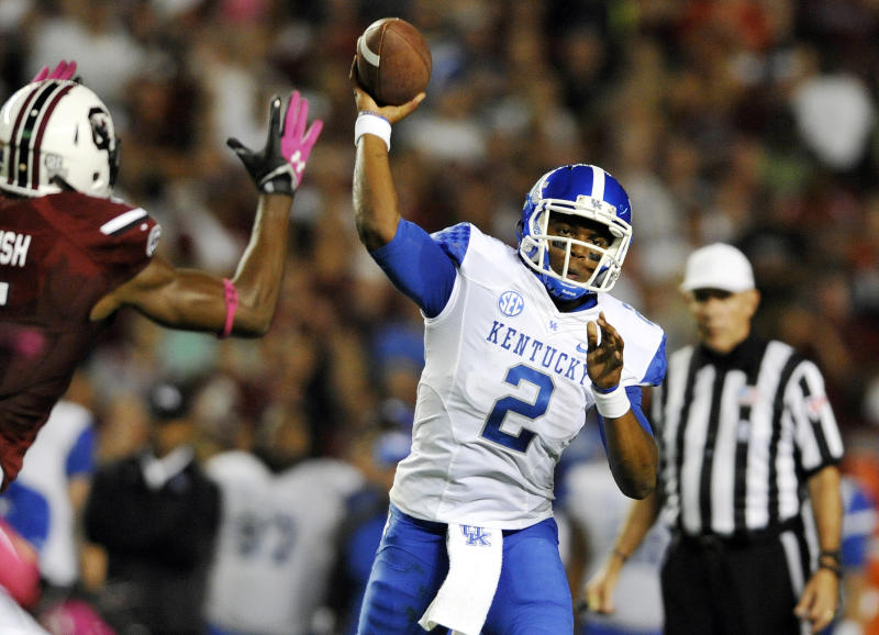 Kentucky quarterback Jalen Whitlow (2) throws during the first half of an NCAA college football game against South Carolina, Saturday, Oct. 5, 2013, in Columbia, S.C. (AP Photo/Rainier Ehrhardt)