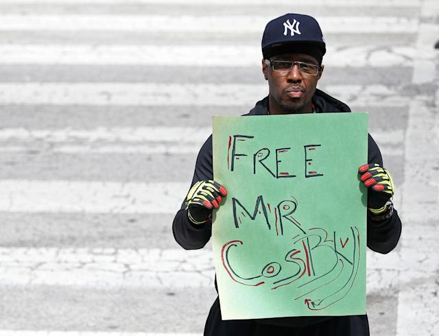 "<p>A man stands with a sign reading ""Free Mr. Cosby"" on the fourth day of jury deliberation in Bill Cosby's sexual assault trial at the Montgomery County Courthouse in Norristown, Pa., June 15, 2017. (Photo: Brendan McDermid/Reuters) </p>"