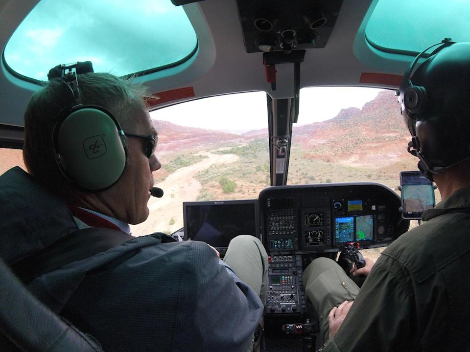 Zinke, left, looks out at the vast Grand Staircase-Escalante National Monument from the cockpit of a helicopter in May 2017. (Photo: Doi/Planet Pix via ZUMA Wire)