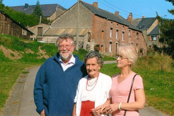 PHOTO: Jo Cameron, right, is pictured with her husband and her mother in this undated photo. (Jo Cameron)