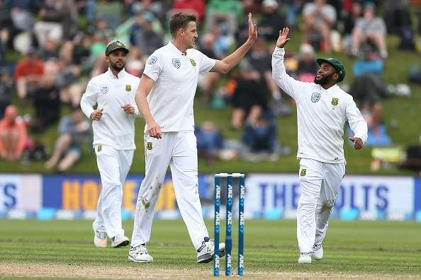 DUNEDIN, NEW ZEALAND - MARCH 10: Morne Morkel (L) and Temba Bavuma of South Africa celebrate the dismissal of Mitchell Santner of New Zealand during day three of the First Test match between New Zealand and South Africa at University Oval on March 10, 2017 in Dunedin, New Zealand. (Photo by Dianne Manson/Getty Images)