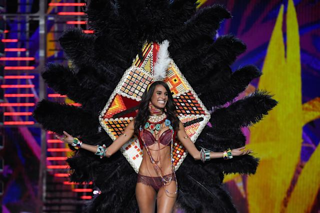 Cindy Bruna (FRED DUFOUR via Getty Images)