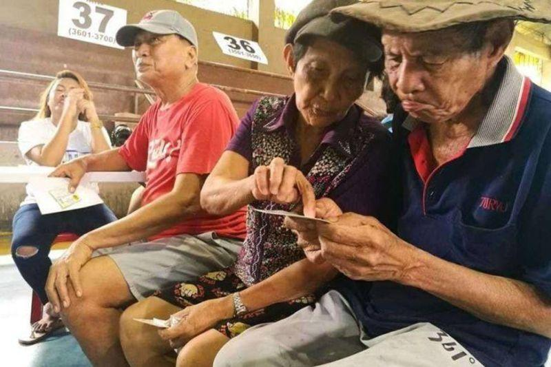 Editorial: Reducing risks for the elderly