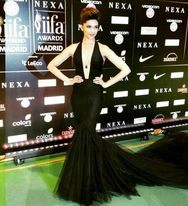 <p>Deepika Padukone clinched the Best Actress Award at IIFA 2016 in Madrid, Spain for her brilliant performance in Piku. For IIFA Rocks, also known as the IIFA Music And Fashion Extravaganza, Deepika Padukone slayed the scene with a bold black Swapnil Shinde gown featuring a dangerous plunge and a long tulle train. She complimented it well with a pearl necklace and rounded up the look with rings from Anmol Jewellers and a smashing updo. </p>