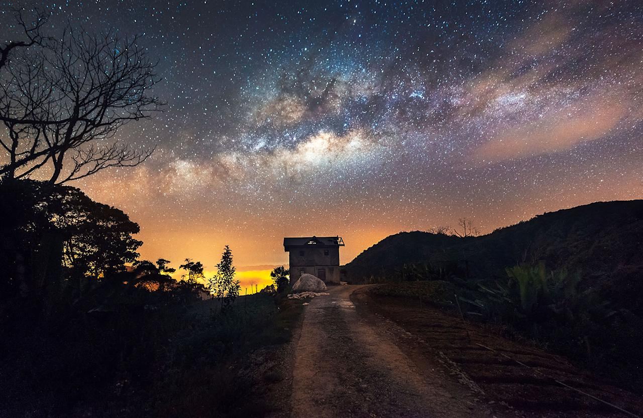 <p>A view of the Milky Way over a vegetable farm in Malaysia. (Photo: Grey Chow/Caters News) </p>