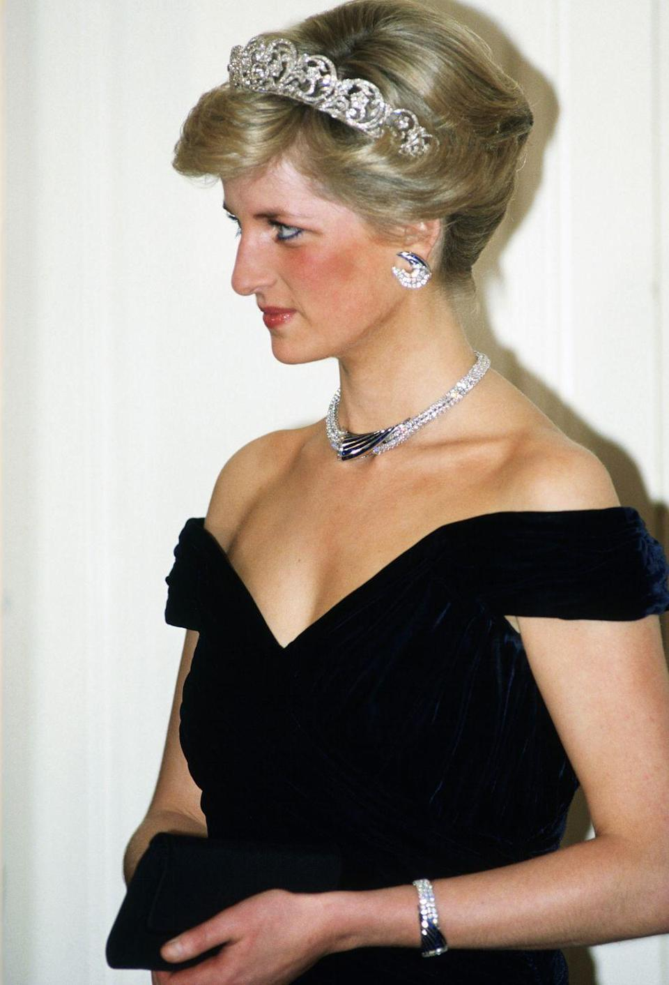 <p>During Princess Diana's 1986 visit to Oman, the Sultan gifted her a suite of crescent-shaped sapphire jewels, which she wore to a state banquet in Germany a year later. </p>