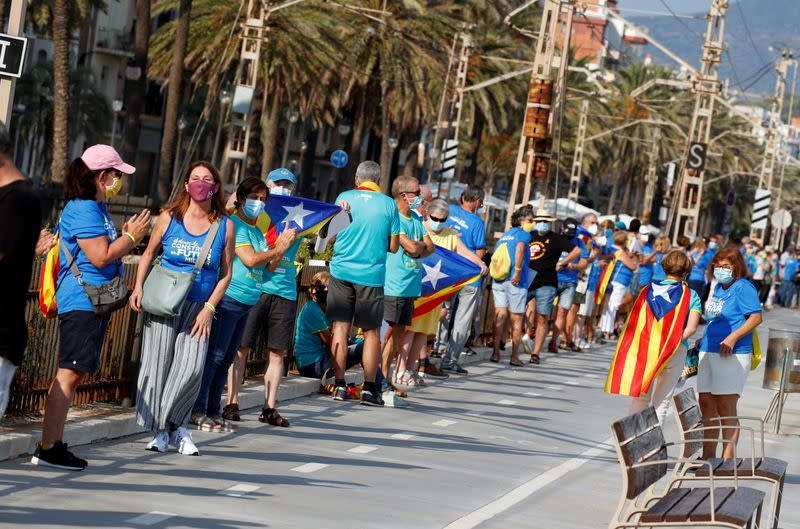 Catalans rally for independence despite health warnings