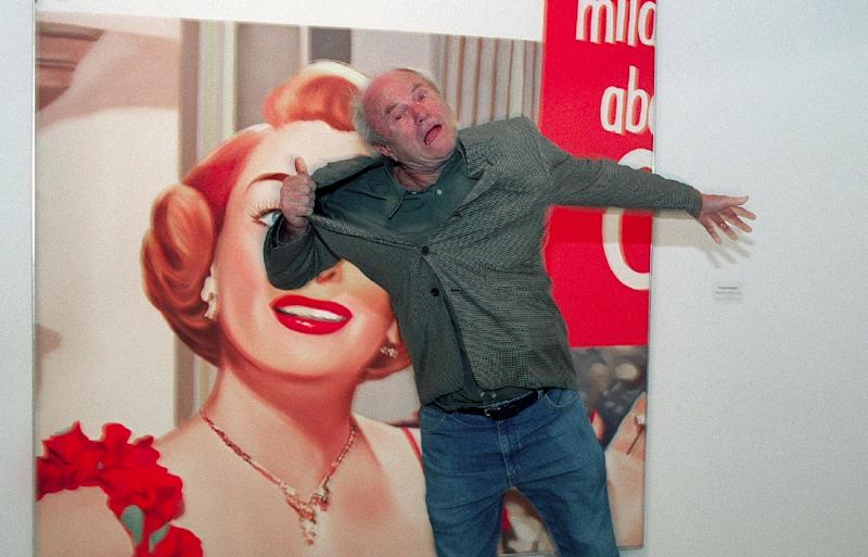 """This file taken on March 14, 2001 shows US pop artist James Rosenquist joking in front of his painting titled """"Joan Crawford says.."""" made in 1964, during the inauguration of the """"Pop Years"""" exhibition about pop-art in Paris' Georges Pompidou center"""