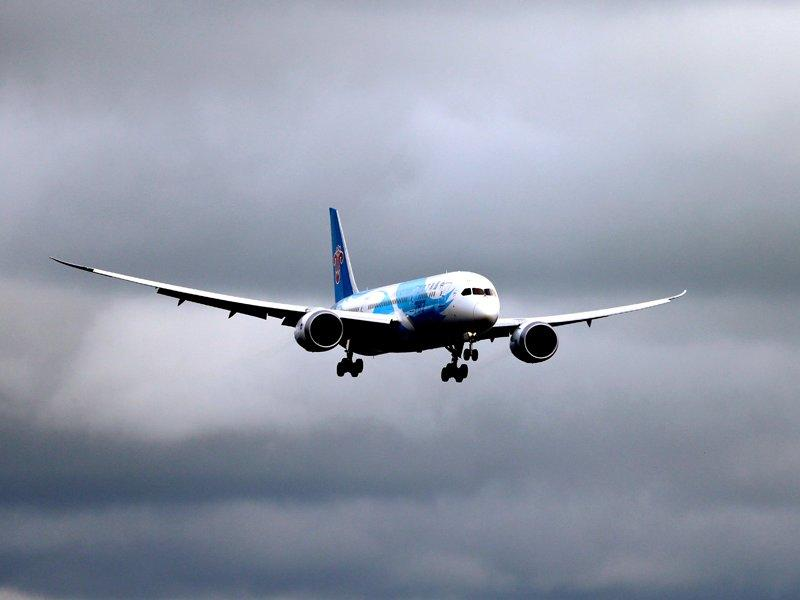 Boeing sends 787 on test flight in US