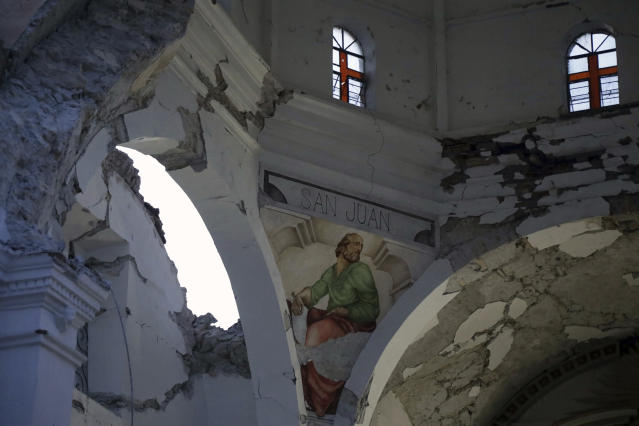<p>The Santiago Apostol church stands damaged after the 7.1 earthquake in the town of Atzala in Puebla state, Mexico, Sept. 20, 2017. (Photo: Pablo Spencer/AP) </p>