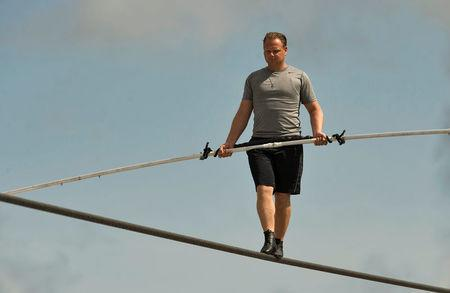 Nik Wallenda unhurt as 5 hurt in Florida circus high-wire fall