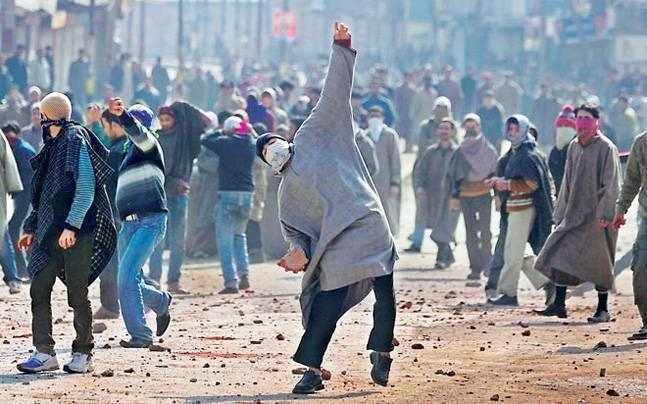 J-K: Clashes erupt between students, security forces in Pulwama over police checkpost, many injured