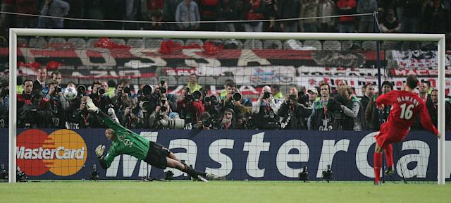 Hamann scores his penalty in the penalty shootout v AC Milan in 2005. (Getty)