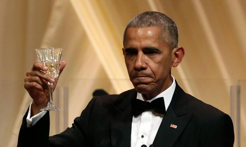Cheers! President Barack Obama is set to earn $400,000 from an audience of Wall Street bankers.