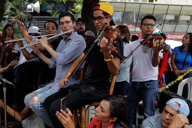 <p>Young musicians play music during a gathering against Venezuela's President Nicolas Maduro's government in Caracas, Venezuela June 4, 2017. (Photo: Marco Bello/Reuters) </p>