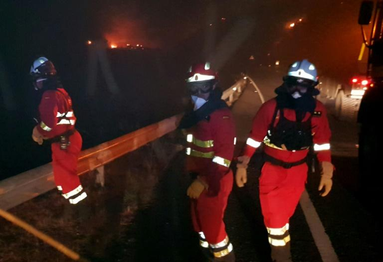 Some 250 firefighters and soldiers are battling a huge fire on the Spanish holiday island of Gran Canaria (AFP Photo/Handout)