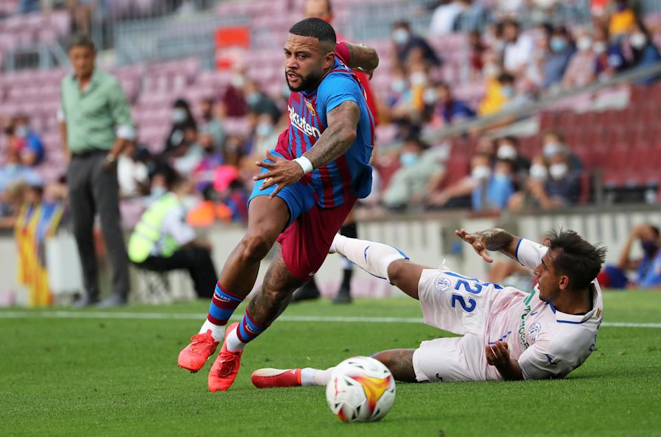 Damian Suarez and Memphis Depay during the match between FC Barcelona and Getafe CF, corresponding to the week 3 of the Liga Santander, played at the Camp Nou Stadium, on 29th August 2021, in Barcelona, Spain. Photo: Joan Valls/Urbanandsport/NurPhoto  -- (Photo by Urbanandsport/NurPhoto via Getty Images)