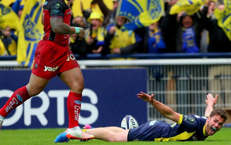 Damien Penaud dives over for a try - Rex Features