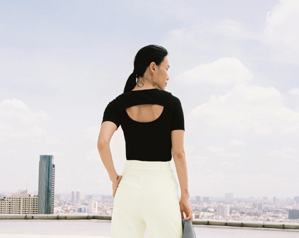 Cut Out Back Ribbed Tee. (PHOTO: POMELO)