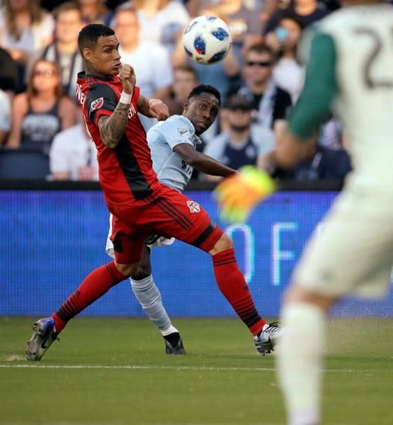 Toronto FC snaps 3-game skid in 2-2 draw at Sporting KC