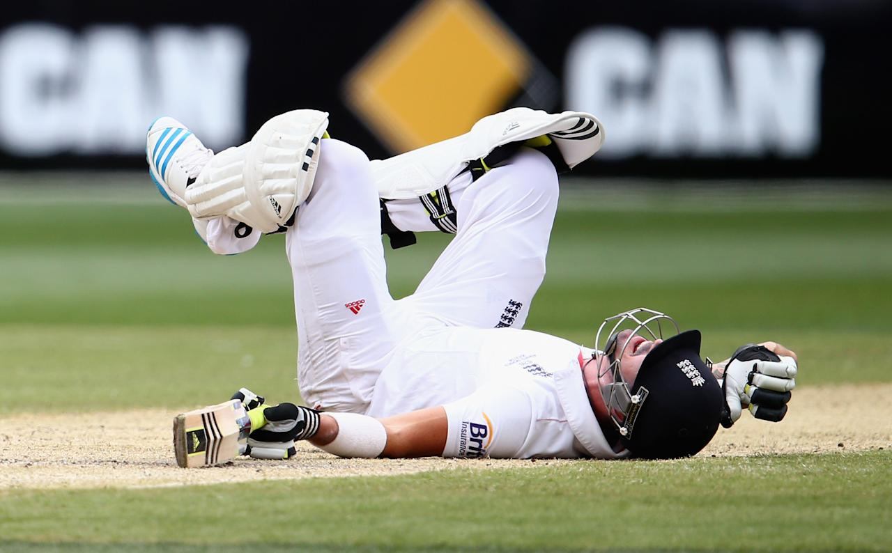 MELBOURNE, AUSTRALIA - DECEMBER 28:  Kevin Pietersen of England falls on the pitch after avoiding a throw from Ryan Harris of Australia  during day three of the Fourth Ashes Test Match between Australia and England at Melbourne Cricket Ground on December 28, 2013 in Melbourne, Australia.  (Photo by Ryan Pierse/Getty Images)