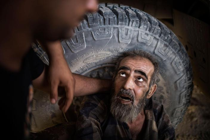 <p>A suspected ISIS member is being interrogated before sending him to Intelligence almost 250 meters from the Tigris River, in the western half of Mosul. The Tigris divides the city roughly into its western and eastern half, which was liberated from IS militants. West Mosul. Iraq. July 3, 2017. (Photograph by Diego Ibarra Sánchez / MeMo) </p>