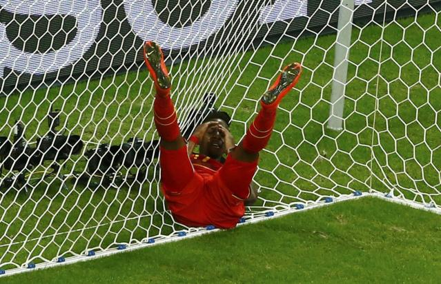 Belgium's Divock Origi throws himself into the goal net after missing an opportunity to score a goal during their 2014 World Cup round of 16 game against the U.S. at the Fonte Nova arena in Salvador July 1, 2014. REUTERS/Ruben Sprich (BRAZIL - Tags: SOCCER SPORT WORLD CUP)