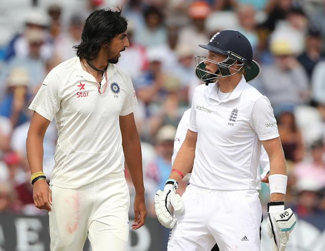 India fast bowler Ishant Sharma (L) exchanges words with England batsman Joe Root during the fourth day of the first Test at Trent Bridge in Nottingham, central England on July 12, 2014 (AFP Photo/Andrew Yates)