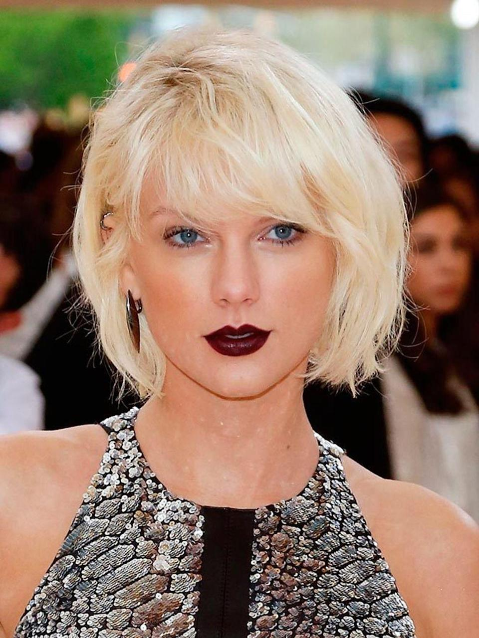 <p>The singer swapped her signature caramel coloured hair for a punky bleached blonde bob.</p>