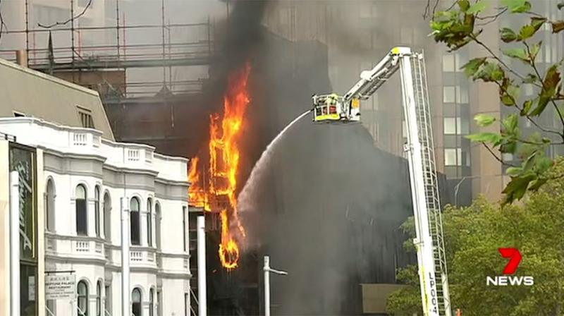 Fire crews battled the blaze in Circular Quay for more than two hours on Tuesday morning. Source: 7 News