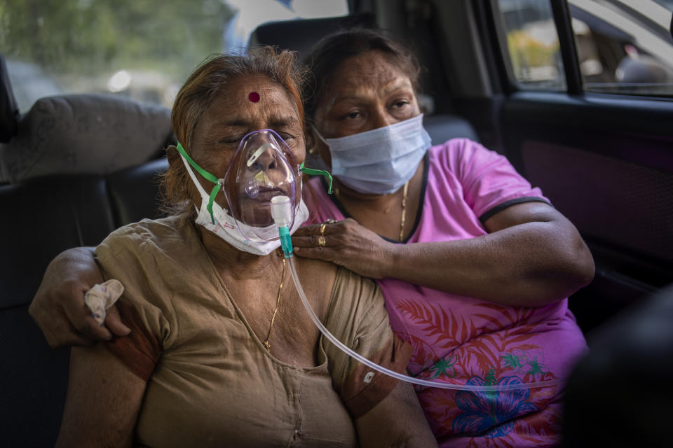 A COVID-19 patient receives oxygen inside a car provided by a Gurdwara, a Sikh house of worship, in New Delhi, India. Photo: Altaf Qadri/AP