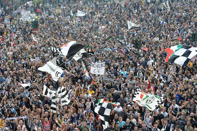Soccer Football - Serie A - Juventus vs Hellas Verona - Turin, Italy - May 19, 2018 Juventus fans gather for the celebrations REUTERS/Massimo Pinca