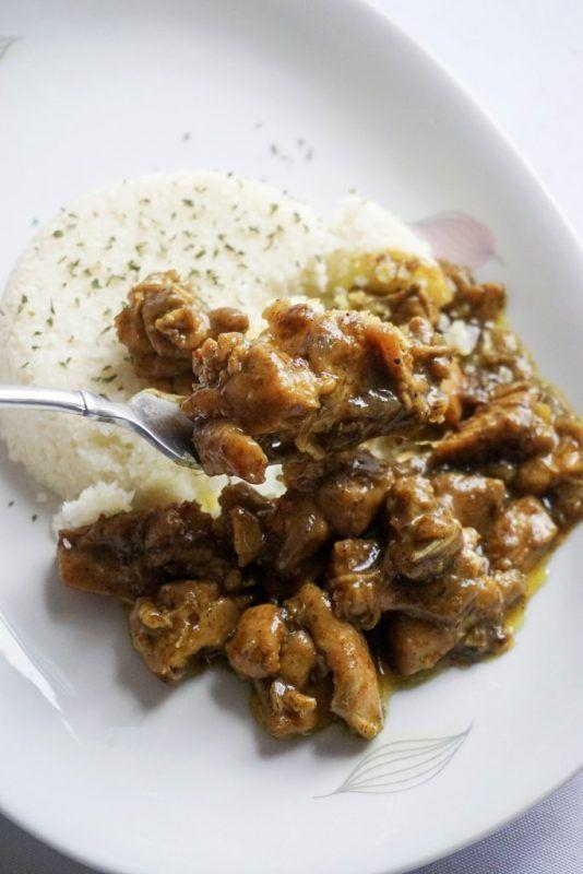 """<p>Curry lovers, rejoice!</p><p>Get the recipe from <a href=""""https://www.ketoconnect.net/recipe/coconut-curry-chicken/"""" rel=""""nofollow noopener"""" target=""""_blank"""" data-ylk=""""slk:KetoConnect"""" class=""""link rapid-noclick-resp"""">KetoConnect</a>.</p>"""