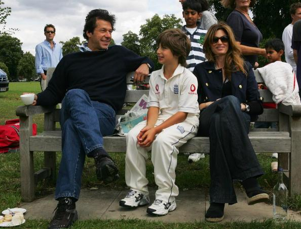 KINGSTON UPON THAMES, UNITED KINGDOM - JULY 14:  Imran Khan and Jemima Khan relax with their son Suleiman Khan at the HACAN Charity Cricket Match on Ham common on July 14, 2007 in Kingston upon Thames, London.  (Photo by Clive Rose/Getty Images)