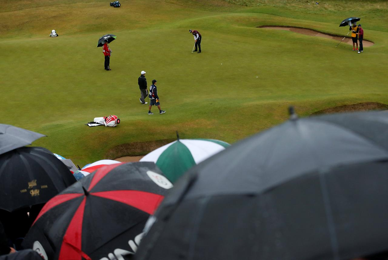 Golf - The 146th Open Championship - Royal Birkdale - Southport, Britain - July 21, 2017   Sweden's Henrik Stenson hits a putt on the 18th green during the second round    REUTERS/Andrew Boyers